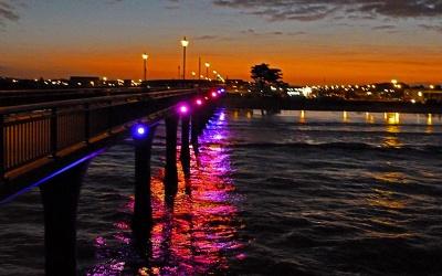 Bootsanleger im Abendlicht